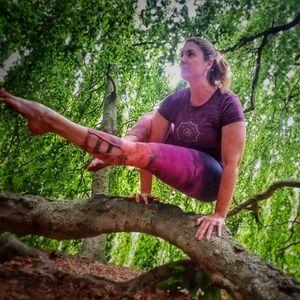 Hard Tail Tie-Dye Yoga Capri Leggings